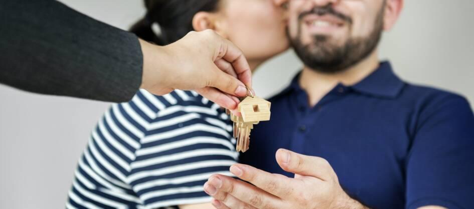couple-buy-new-house.jpg